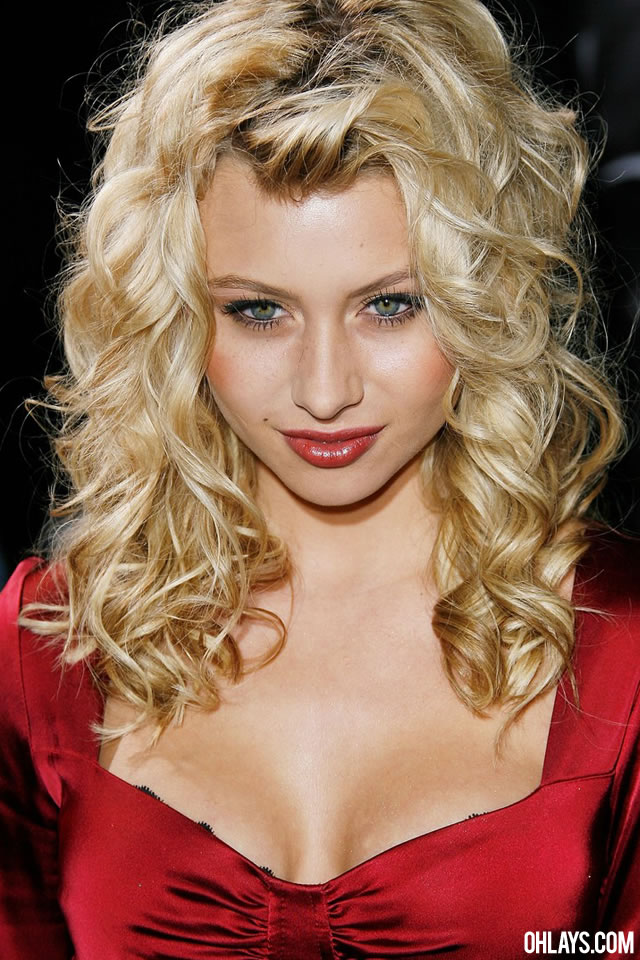 Alyson Michalka iPhone Wallpaper