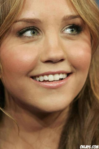 Amanda Bynes iPhone Wallpaper
