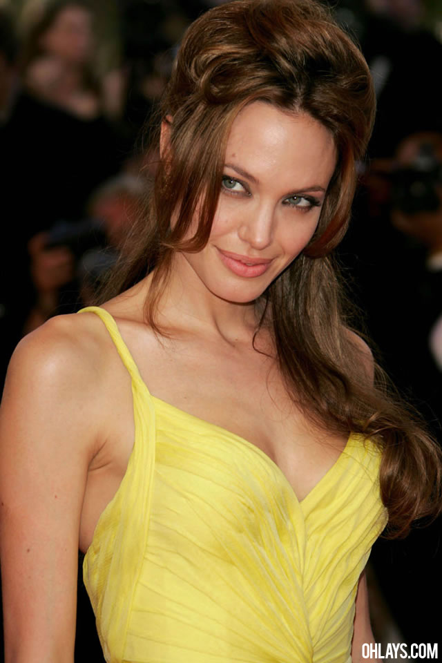 Angelina Jolie iPhone Wallpaper