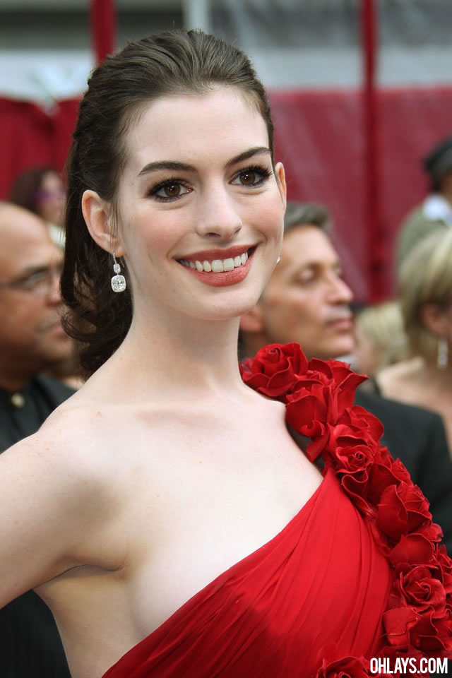 Anne Hathaway iPhone Wallpaper