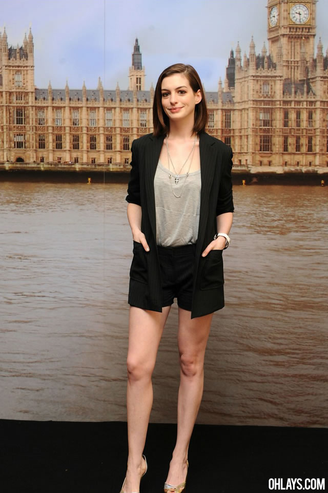 Anne Hathaway iPhone Wallpaper