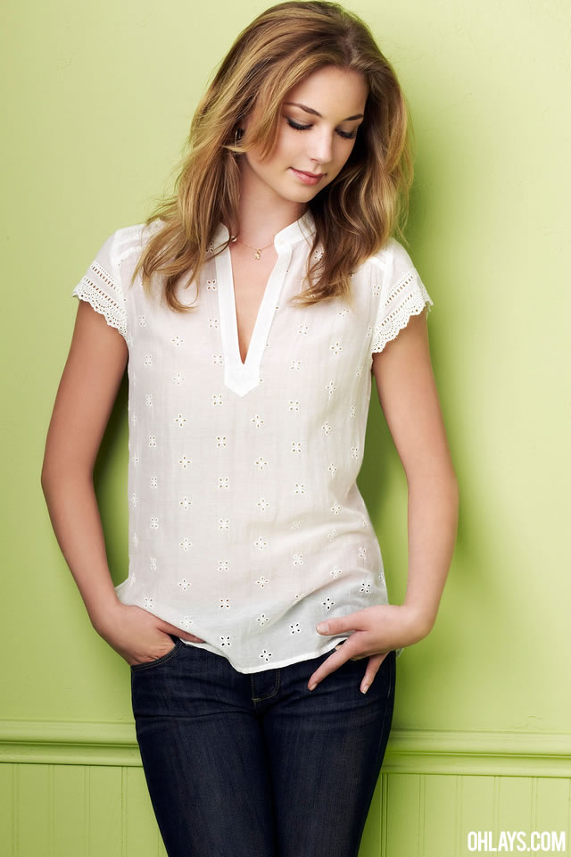 Emily VanCamp iPhone Wallpaper