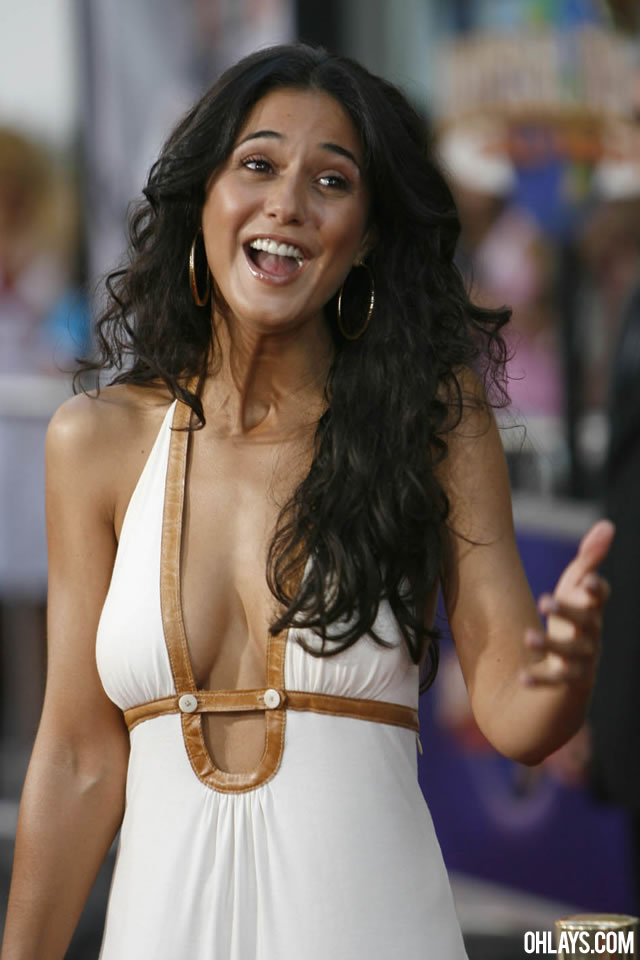 Emmanuelle Chriqui iPhone Wallpaper