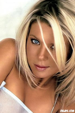 Tara Reid iPhone Wallpaper