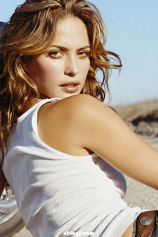 Josie Maran iPhone Wallpaper