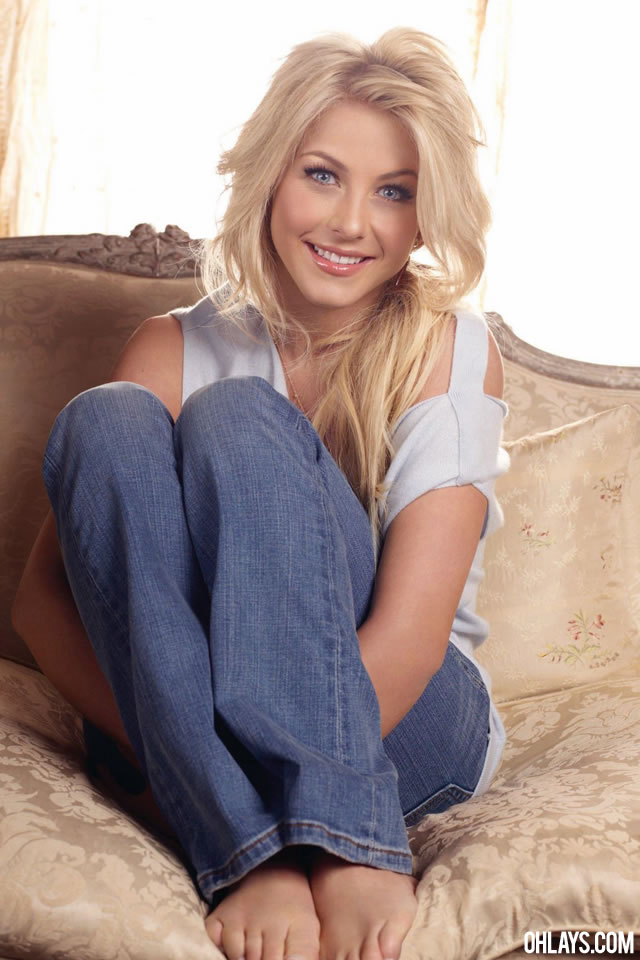 Julianne Hough iPhone Wallpaper