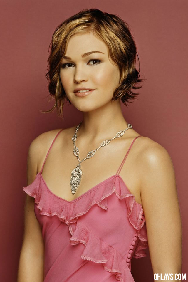 Julia Stiles iPhone Wallpaper
