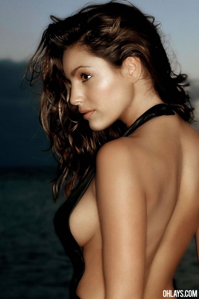 Kelly Brook iPhone Wallpaper