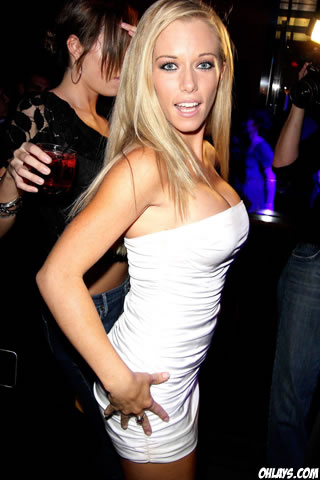 Kendra Wilkinson iPhone Wallpaper