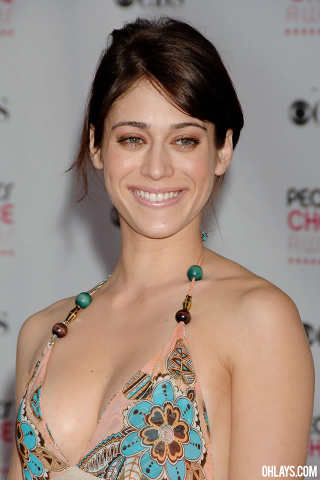 Lizzy Caplan iPhone Wallpaper