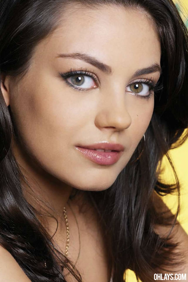 Mila Kunis iPhone Wallpaper